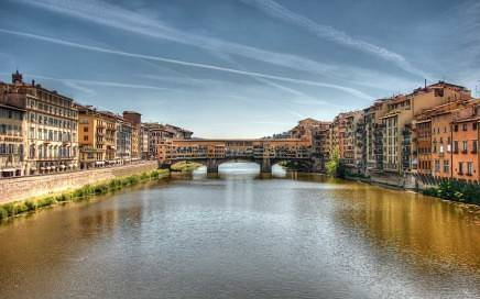Arno_River_and_Ponte_Vecchio,_Florence